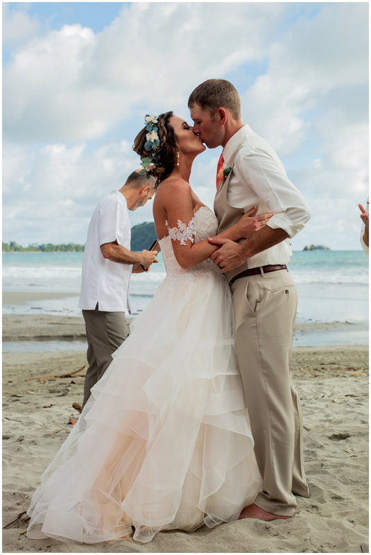 wedding photographers in manuel antonio