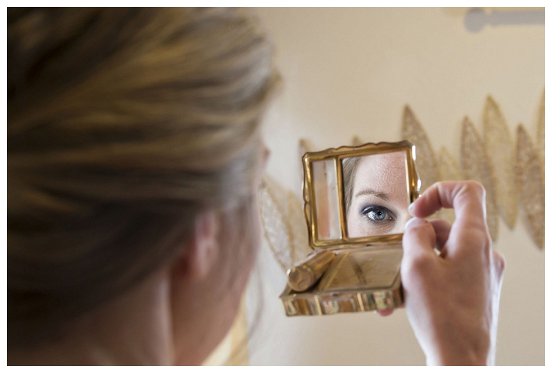 brides eye in mirror, wedding photography