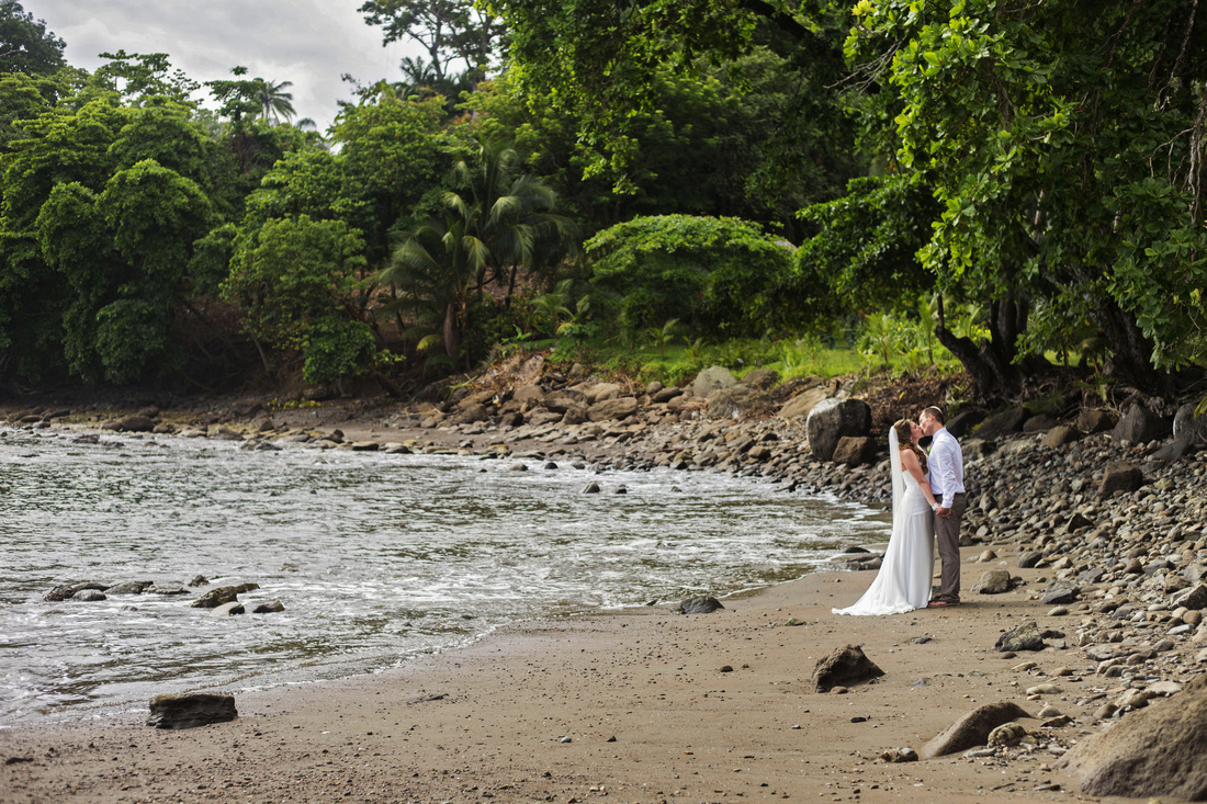 bride and groom photography, costa rica